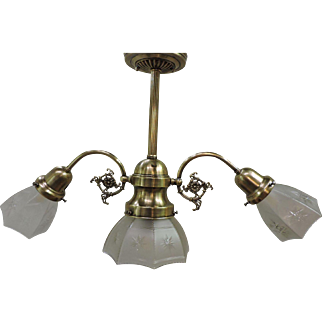 American Early Electric 3 Light Chandelier