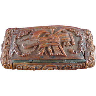 18th Century French Coquille Nut Intricately Carved Snuff Box