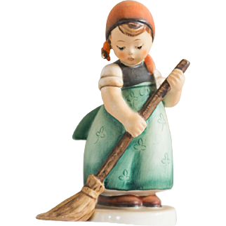 Early 20th Century Hummel Figurine -  Little Sweeper #171 Excellent condition - From Family Estate