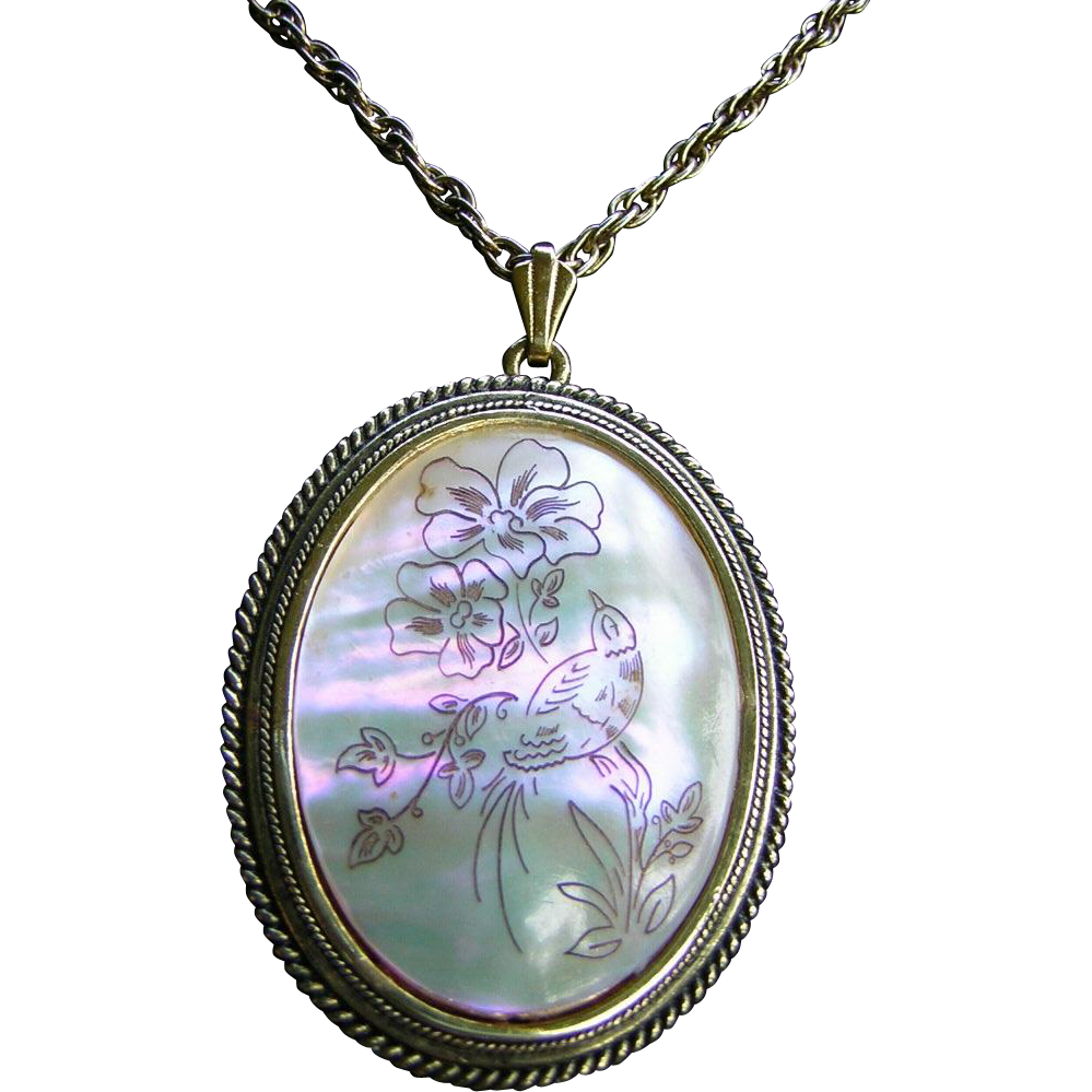 Vintage Whiting and Davis Mother of Pearl Pendant Necklace