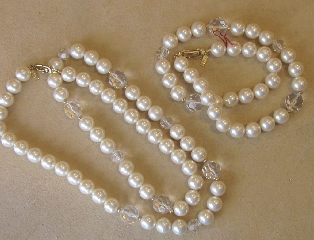 Costume Jewelry Makers - Ageless Antique Jewelry