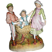Hertwig Heubach Beautiful coloring Three children playing in Leaves