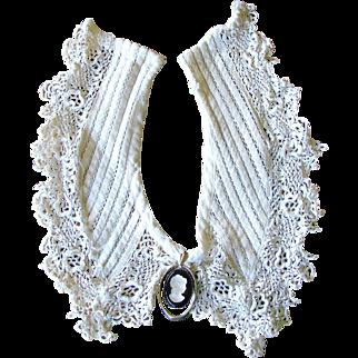 Vintage Ivory Crochet Style Collar