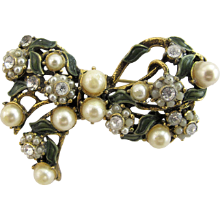 Hollycraft Faux Pearl Bow Pin