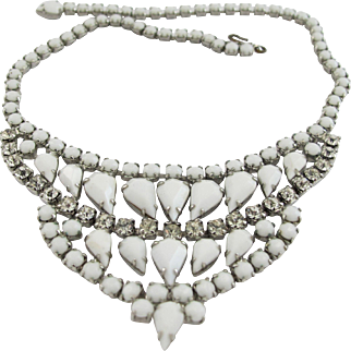 Vintage Weiss White Milk Glass Necklace