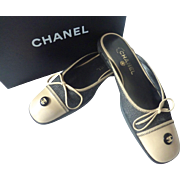 Authentic CHANEL CC Signature Logo Denim Leather SLIDE Mule SHOES w BOX Size 38 8M ~Made in Italy~