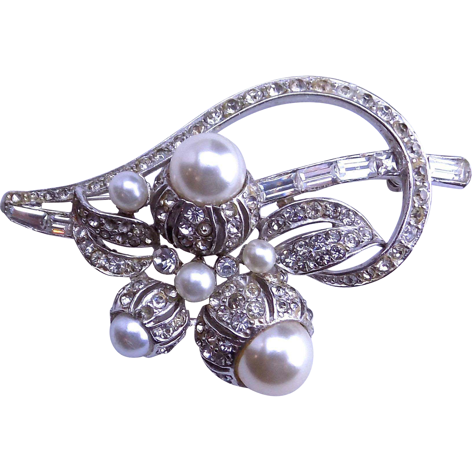 Boucher Pearl Pin 1940-1950's