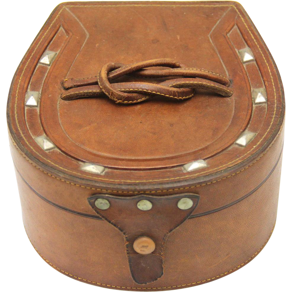 Horseshoe-shaped Leather Collar and Stud Box