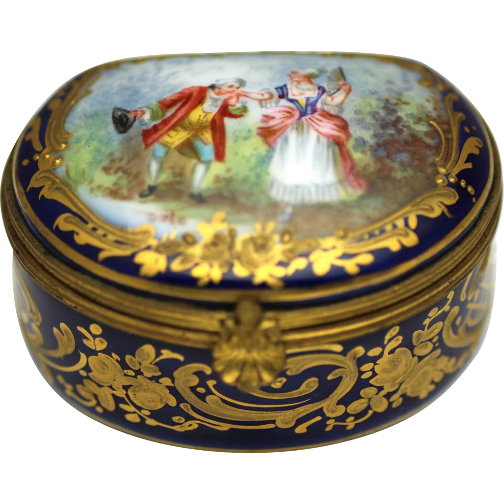 Elegant Ceramic Patch or Bonbonniére Box, early 19th Century
