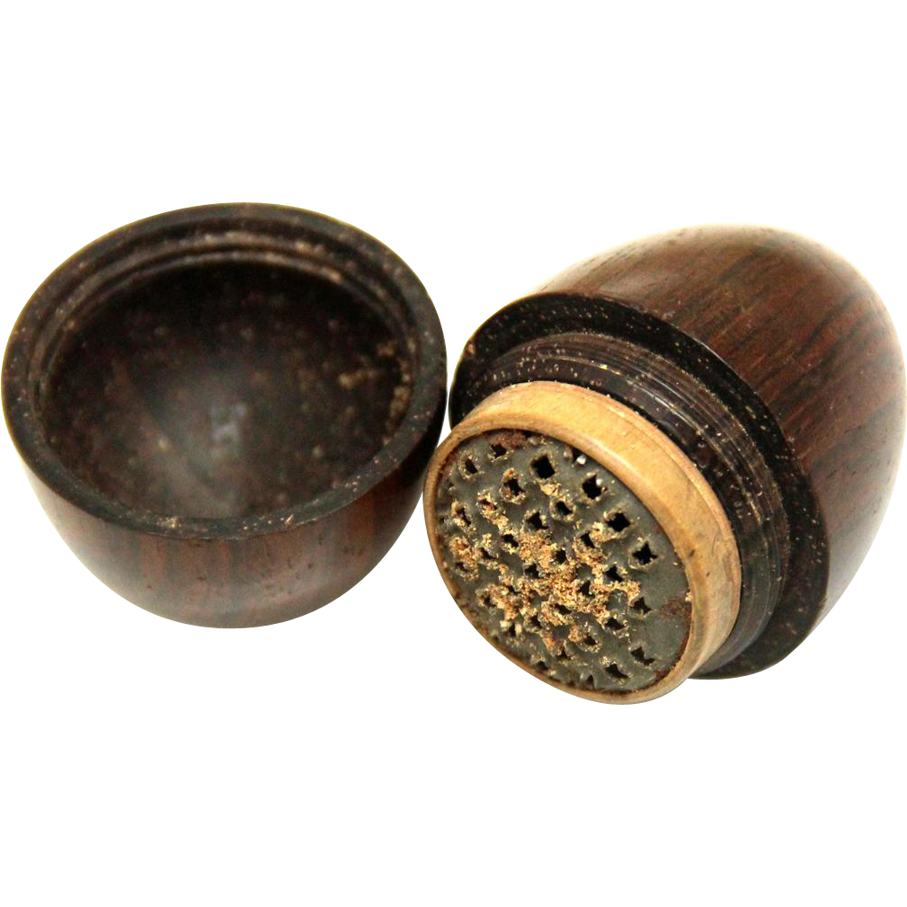Treen Egg-form Nutmeg Grater, mid-19th Century