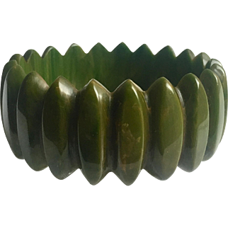 Bakelite Bangle Bracelet Unusual Carving in Green