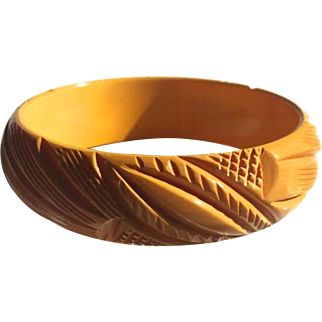 Bakelite Bangle Bracelet Beautifully Carved
