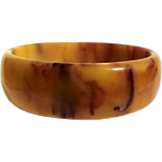 Bakelite Bangle Bracelet Marbled in Wine & Cheese