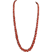Antique Faceted Coral Necklace Featuring Graduated Barrels And A 14kt Tested Gold Clasp, Italy Late 19th cent.