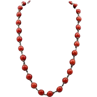 1900 - 1934 Natural Coral bead Necklace With 18K Gold Links And Clasp