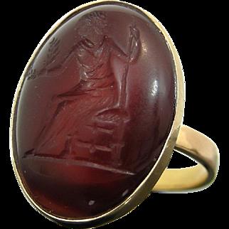 18 ct Ring with Ancient (AD) Ceres Roman Carnelian Intaglio Imperial Period, 1st century AD. COA