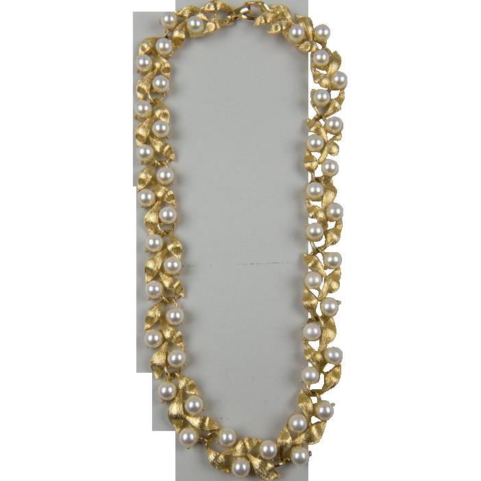Sale Gorgeous NAPIER Signed Imitation Pearl Necklace