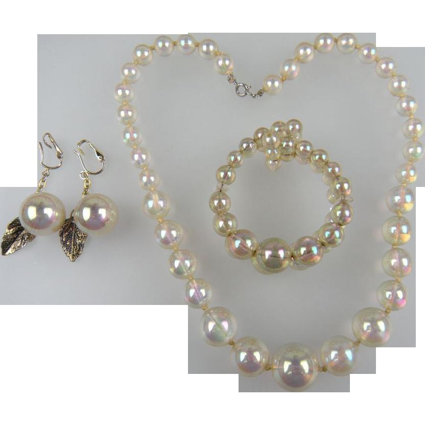 Richelieu Iridelle Translucent Bead Parure Book Set