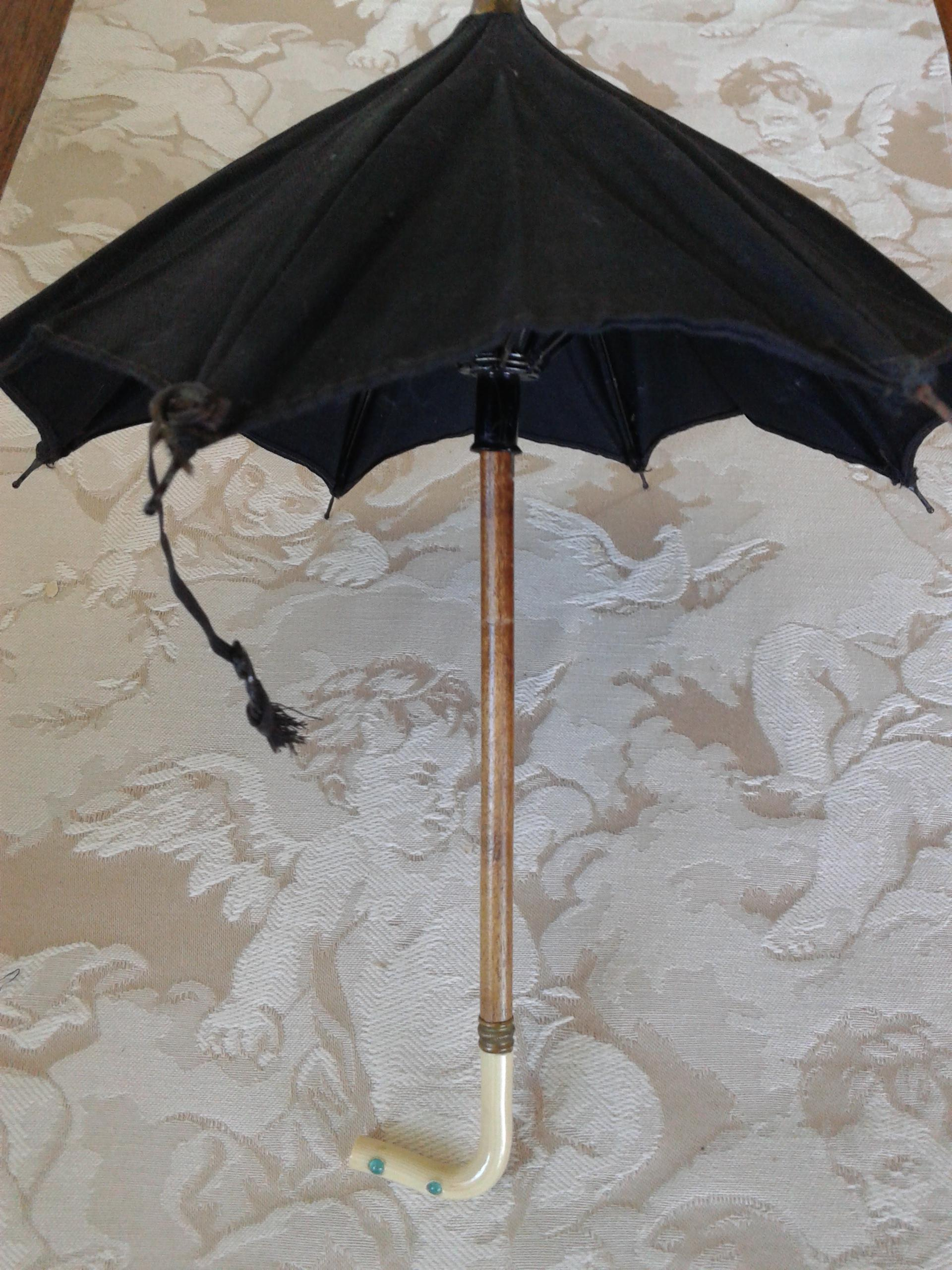 petite french fashion parasol with box from au nain bleu on ruby lane. Black Bedroom Furniture Sets. Home Design Ideas