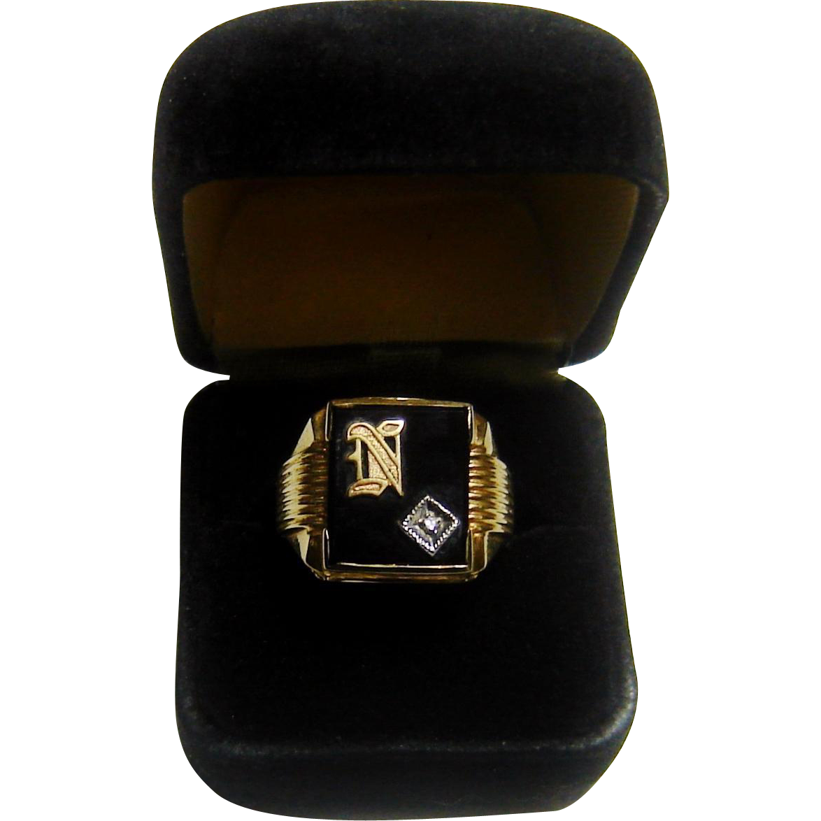 Vintage 14K Gold Onyx Diamond Ring