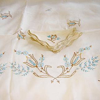 Vintage Embroidered Tablecloth 8 Napkins
