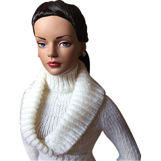 Tonner Winter White Sweater Set