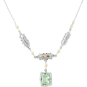 """Vintage Green Glass & Simulated Pearl Necklace 15 3/4"""" - 10k Gold"""