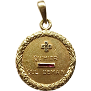 French 18k Gold Laurel Wreath Qu'hier Que Demain Love Token Charm, circa 1920