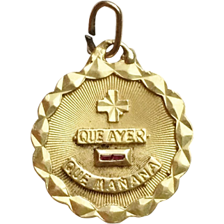 """Spanish Version """"QUE AYER QUE MANANA"""" of famous French Love Token, Charm 18K Gold Qu'hier Que Demain"""