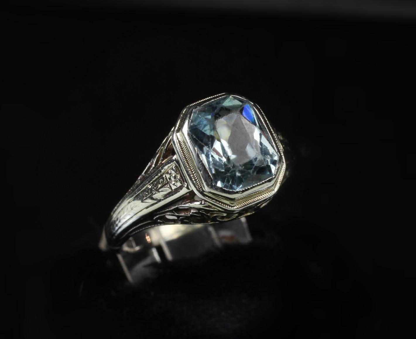 Antique 18K White Gold Aquamarine Filigree Ring