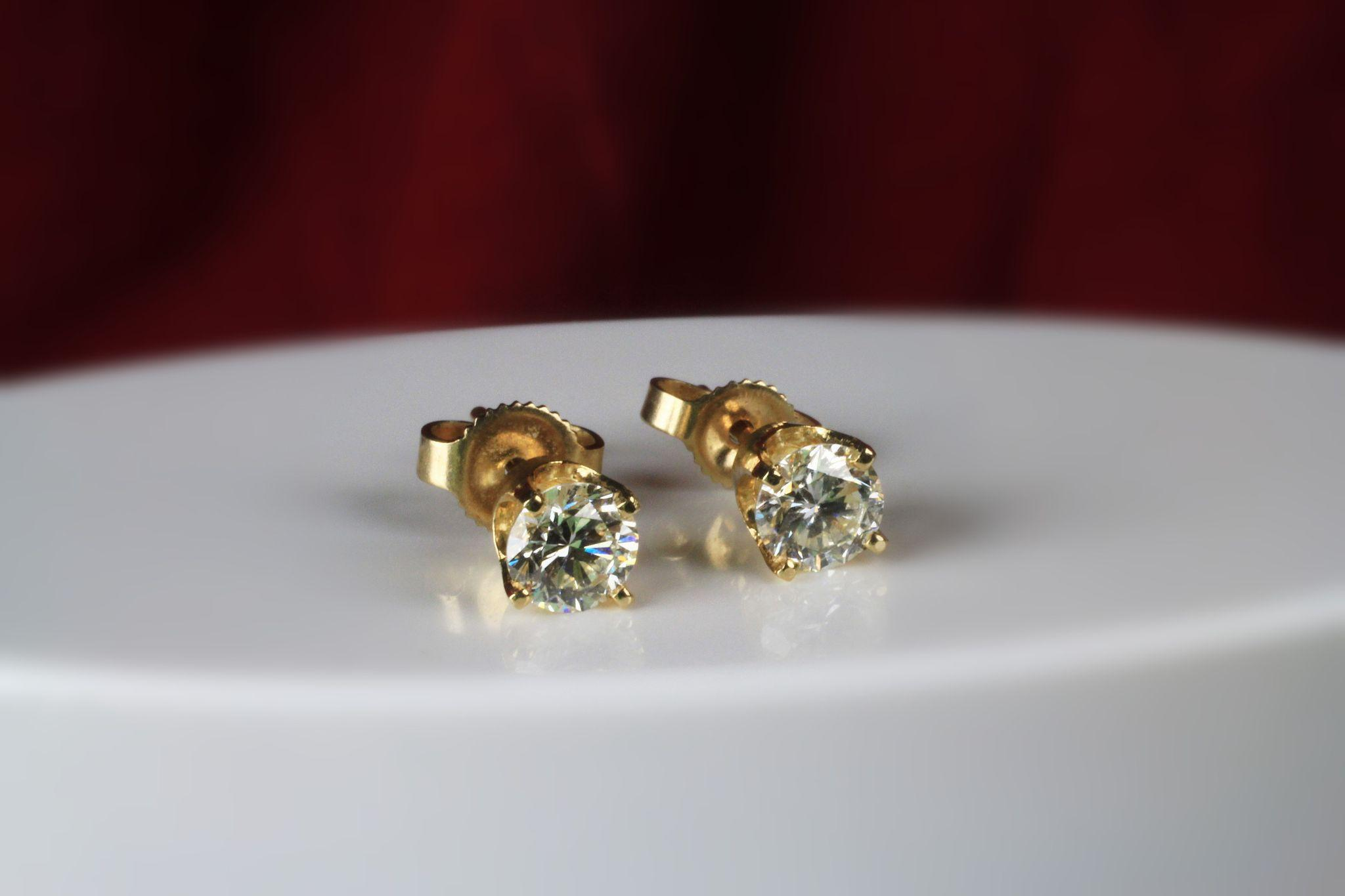 14K Diamond Earrings , 0.80 Ct Total Weight