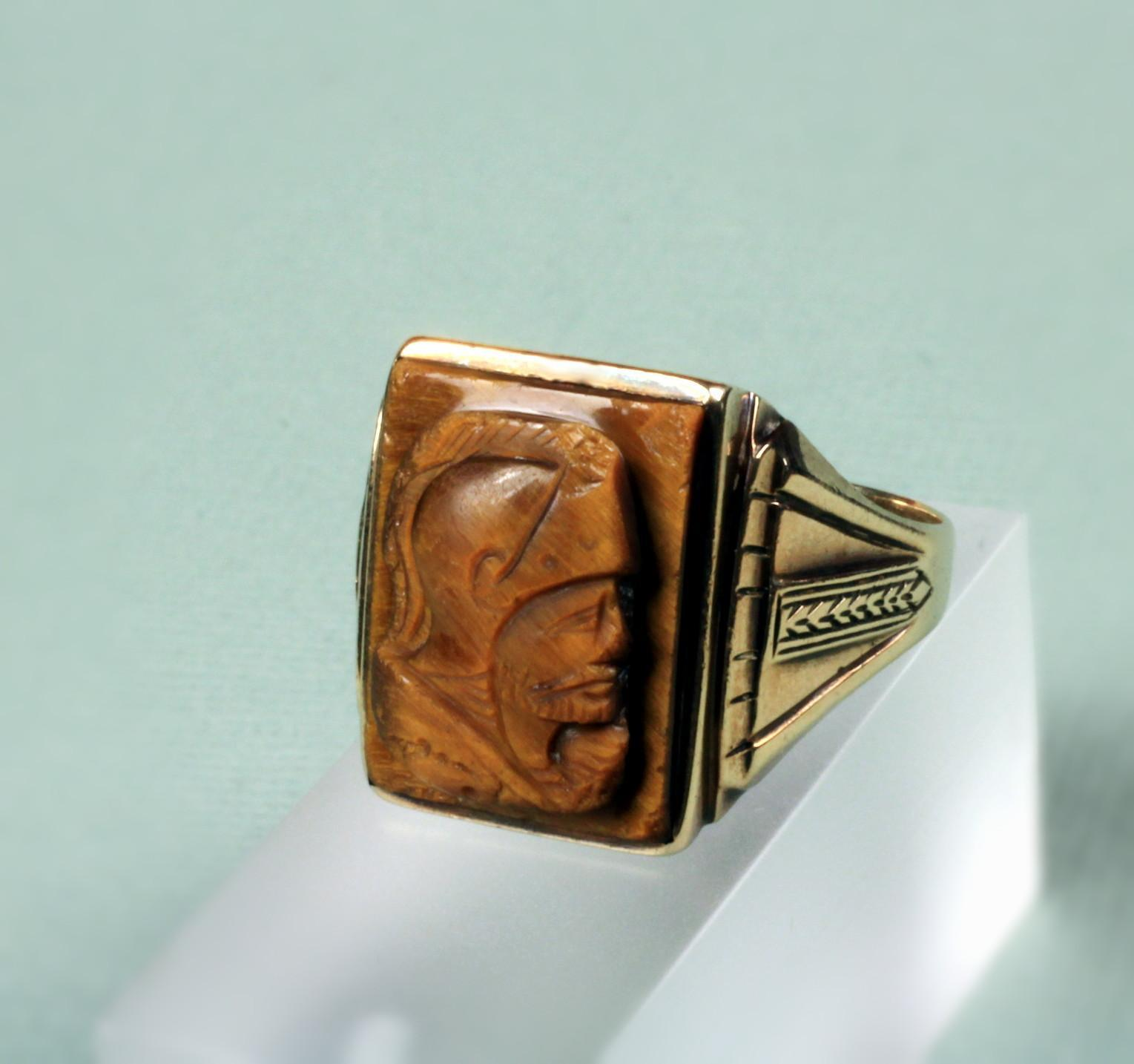 Gents 10K Yellow Gold Tiger Eye Cameo Ring