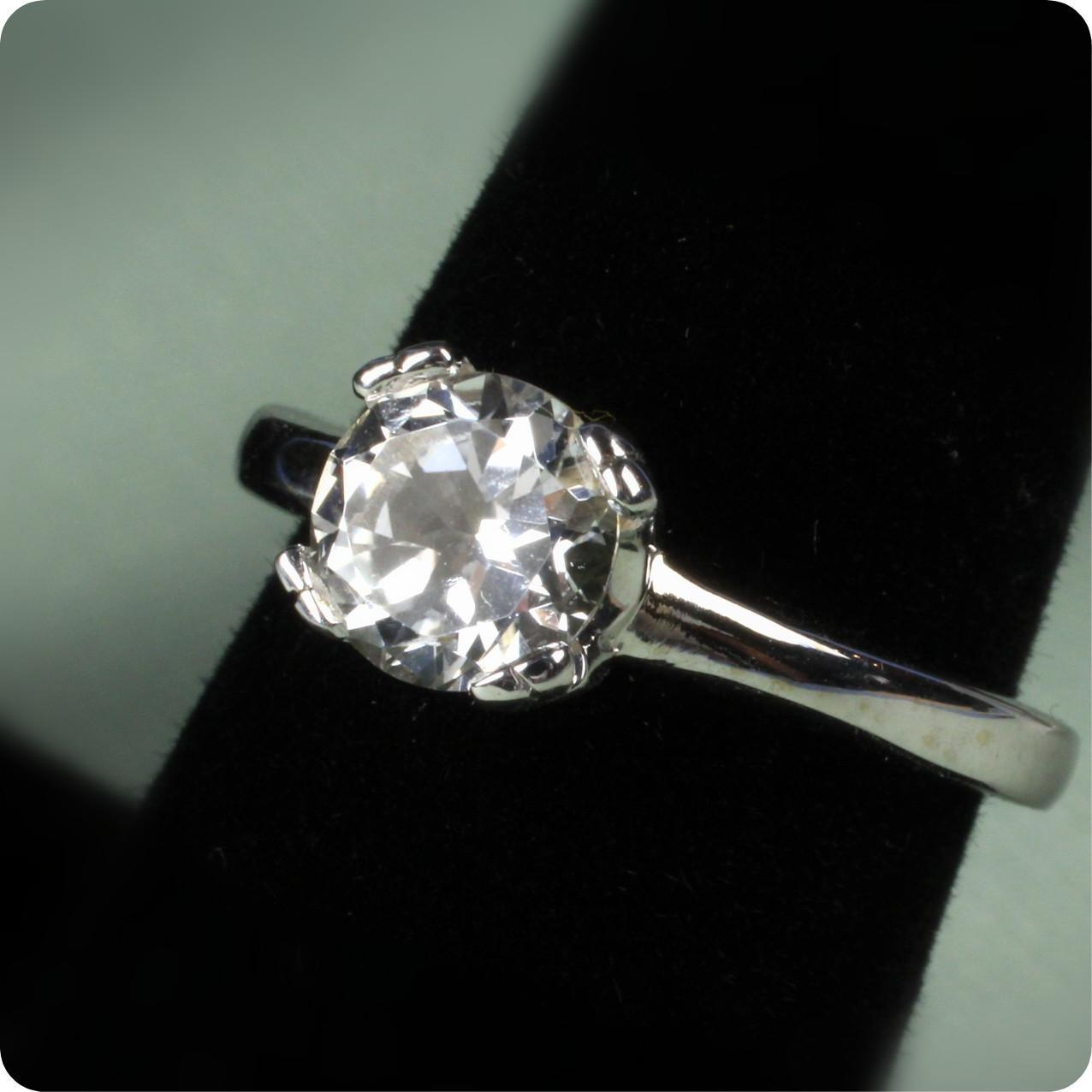Ladies 18K White Gold White Topaz Ring