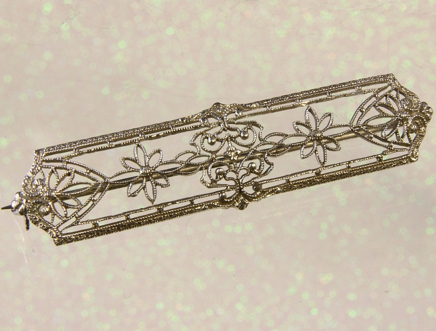 10K White Gold Filigree Bar Pin