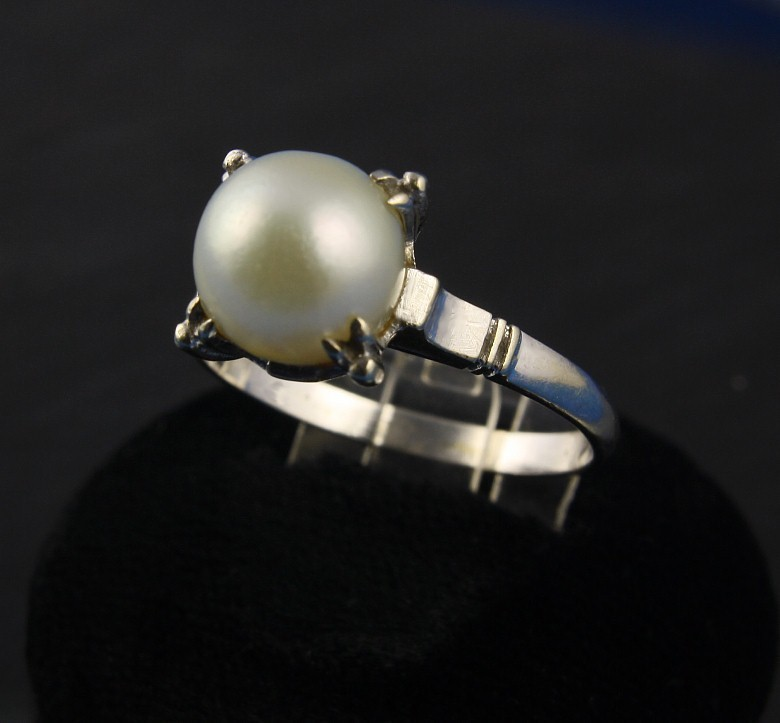 14K White Gold Pearl Ring