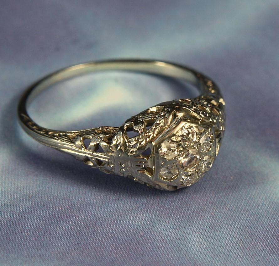 Ladies Antique 18K White Gold Diamond Filigree Ring