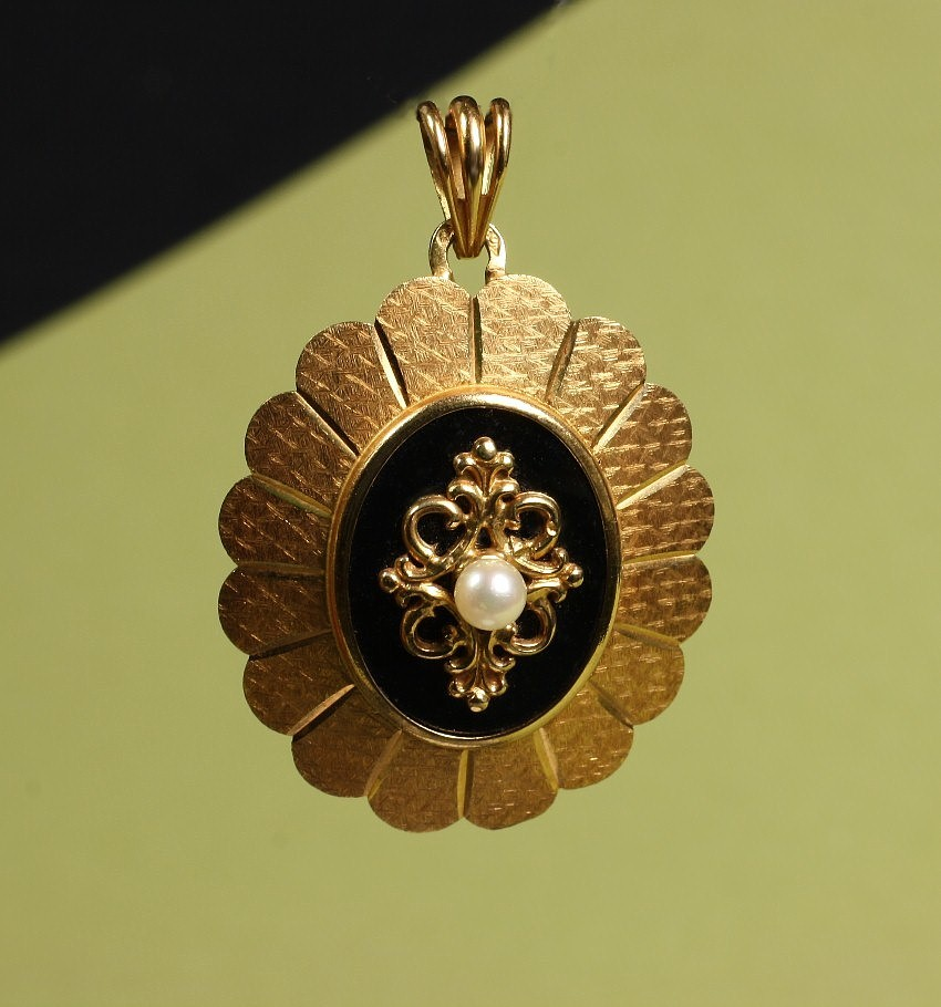 14K Yellow Gold Oval Pendant with Onyx & Pearl