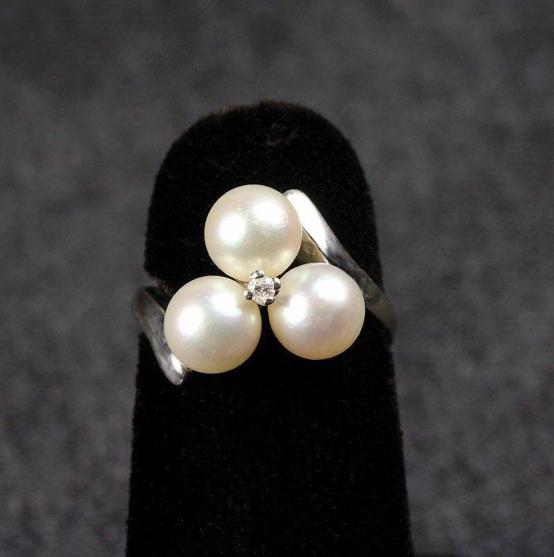 14K White Gold Pearl & Diamond Ring