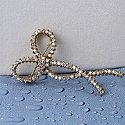 14K Yellow Gold Diamond Bow Pin with 79 Diamonds
