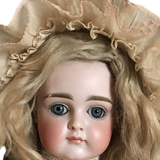 """Gorgeous Kestner XI Closed Mouth Doll 16"""""""