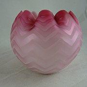 Victorian Mother of Pearl Herringbone Glass Rose Bowl Pink