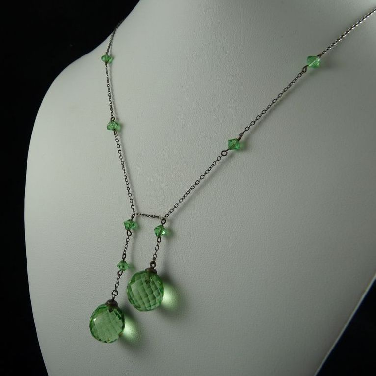 Vintage Art Deco Peridot Green Glass Negligee Necklace