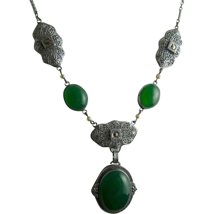 Vintage Art Deco Rhodium Filigree and Chrysoprase Glass Necklace