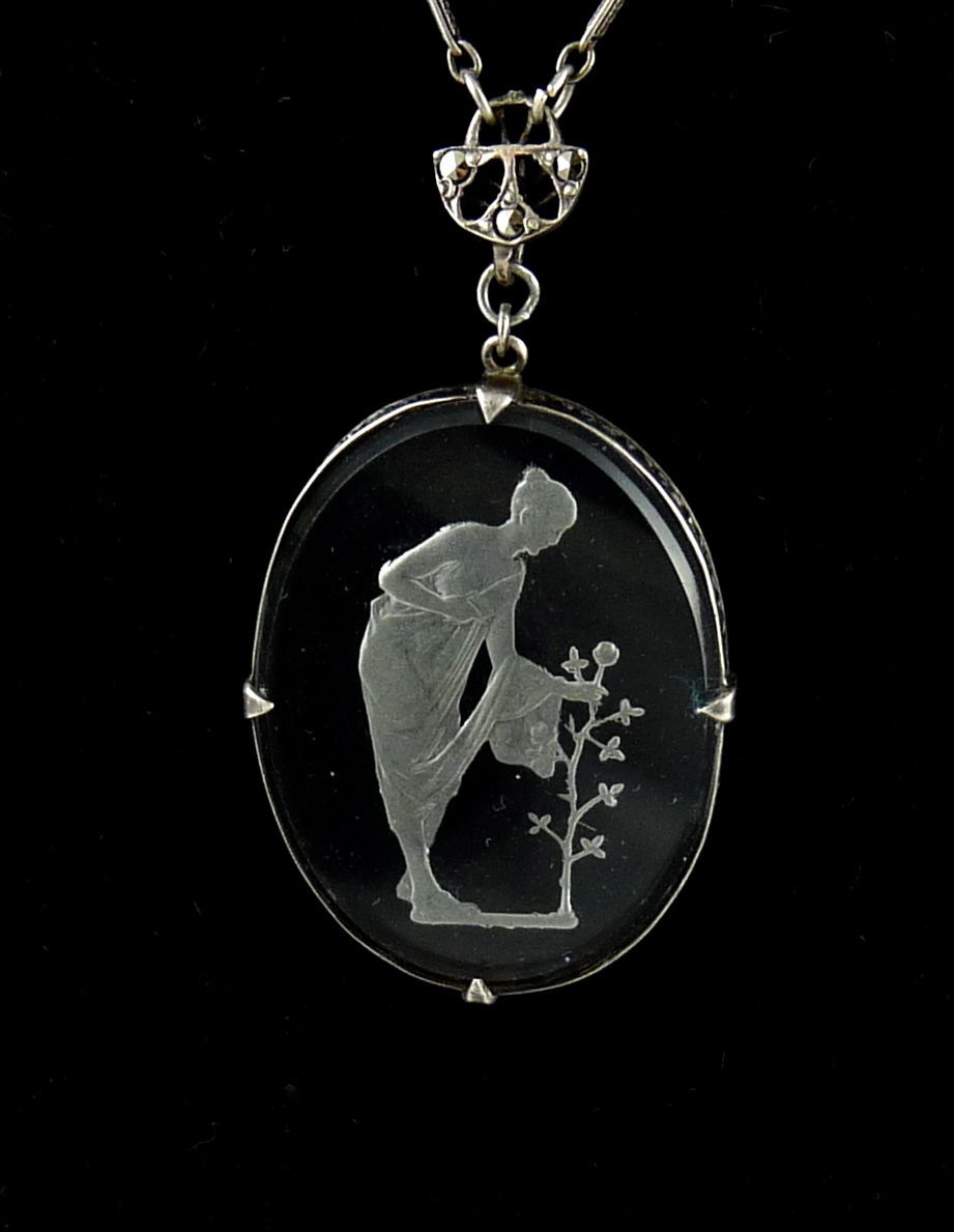 Vintage Art Deco Glass Intaglio Pendant Necklace