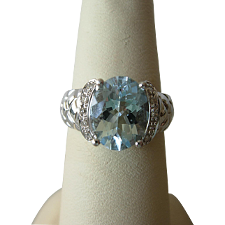 Lovely Aquamarine & Diamond Ring