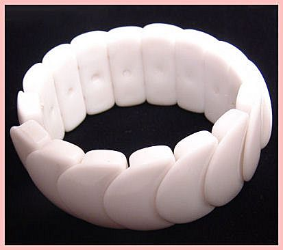 Fun White Plastic Disk Vintage Expansion Bracelet