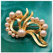 Vintage DFA Dubarry Fifth Ave Faux Pearl Ribbon Pendant Brooch