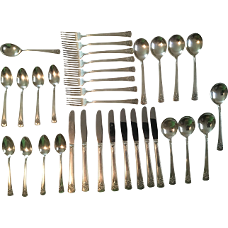 Vintage Rogers Delux Silverplate Flatware Set, Service 8+, 33 Pieces