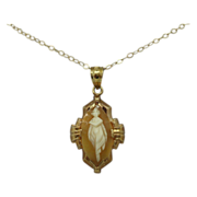 10 Karat Shell Cameo Pendant with Full Carved Person
