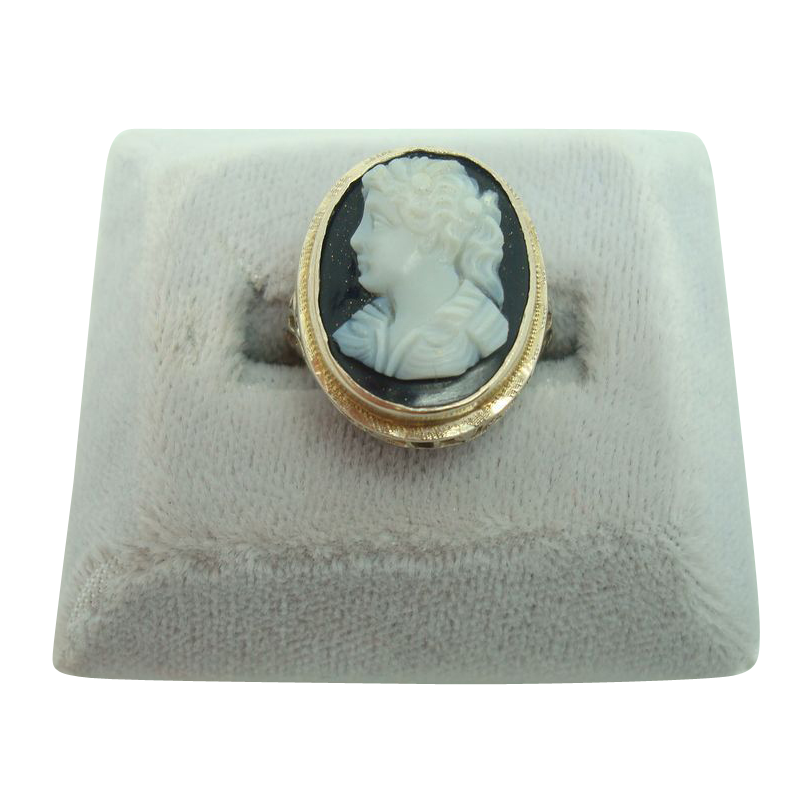 14 Karat Oval Hard Stone Cameo Filigree Ring